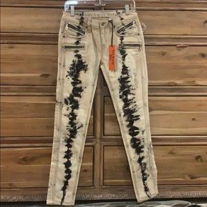 NWT Rock Revival Cladelle Jeans